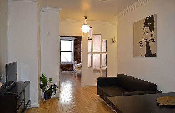 apartment-lexington-avenue-east-harlem-living-room-G12